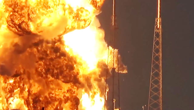 spacex rocket explosion cause boom