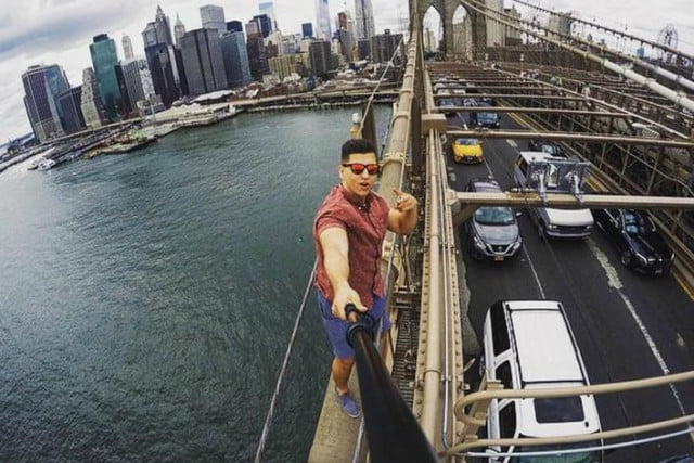 take selfie go to jail tourist arrested after taking on top of brooklyn bridge karny