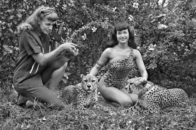 Yeager preparing to photograph pin-up legend Bettie Page in 1954. Credit: Rizzoli New York