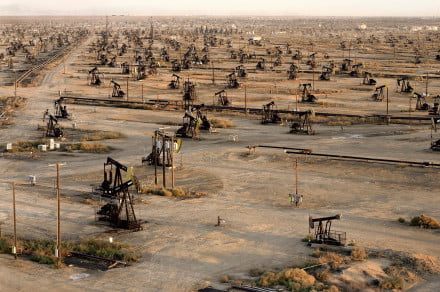 Burtynsky_Oil_Fields_19b