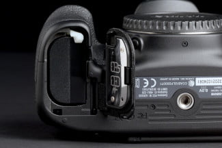 Canon EOS 70D battery 2