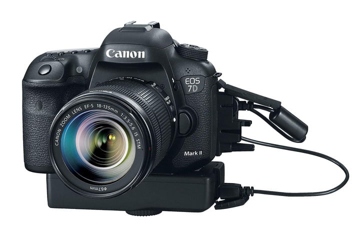 Canon-EOS-7D-Mark-II-plugged-in-press-image
