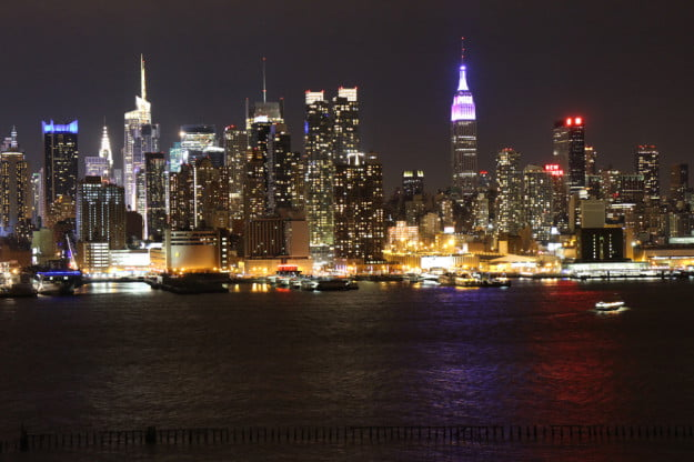 Canon EOS M review sample night skyline