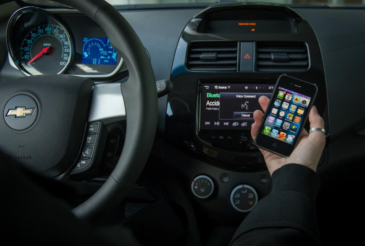 no escape from apple chevy brings siri integration to six new cars for  chevrolet mylink