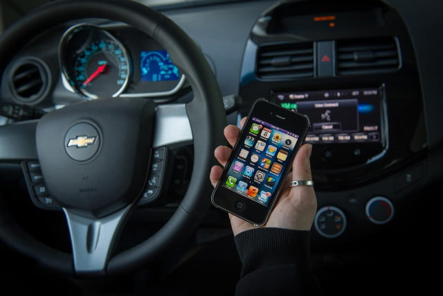 apple in car what to expect from siri eyes free and ios