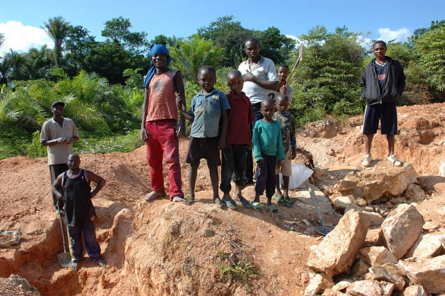 amnesty international conflict cobalt report news child labor  artisan mining in kailo congo