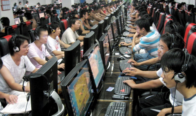 chinese-internet-users-in-internet-cafe