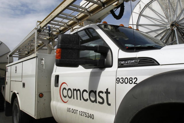 first overall subscriber loss for us pay tv operators comcast buys time warner