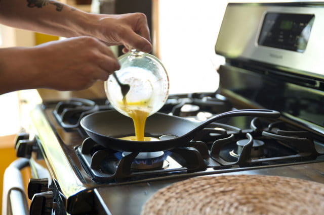 Cook-on-this--The-Iwachu-cast-iron-omelette-pan