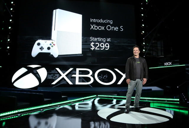 microsoft lanza xbox play anywhere corp one devices