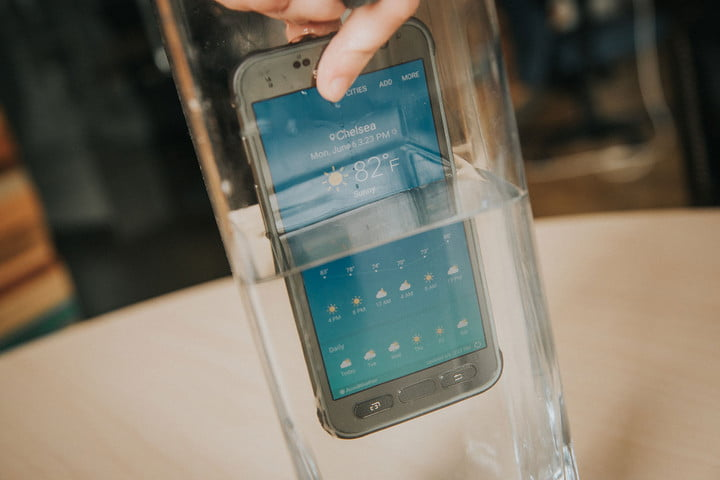 samsung-galaxy-s7-active-in-water-720x720