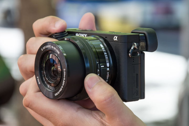 sony-alpha-6300-in-hands-2-720x720