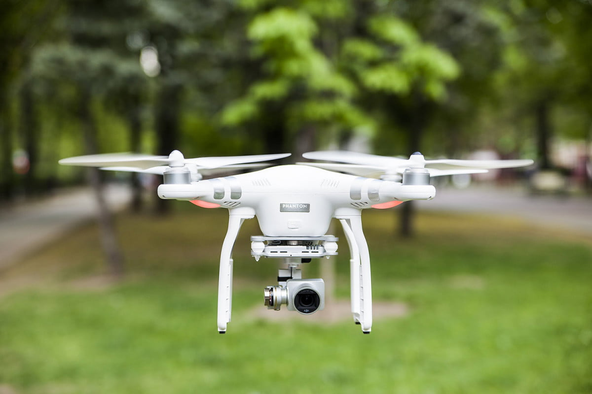 dji to stop you from flying your drone in restricted airspace phantom  advanced