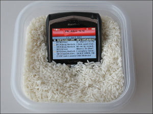 smartphone-rice-water