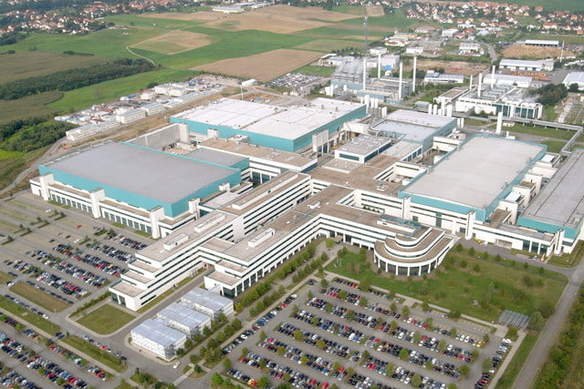 amd and globalfoundaries announce first test run of  nm silicon fabplant