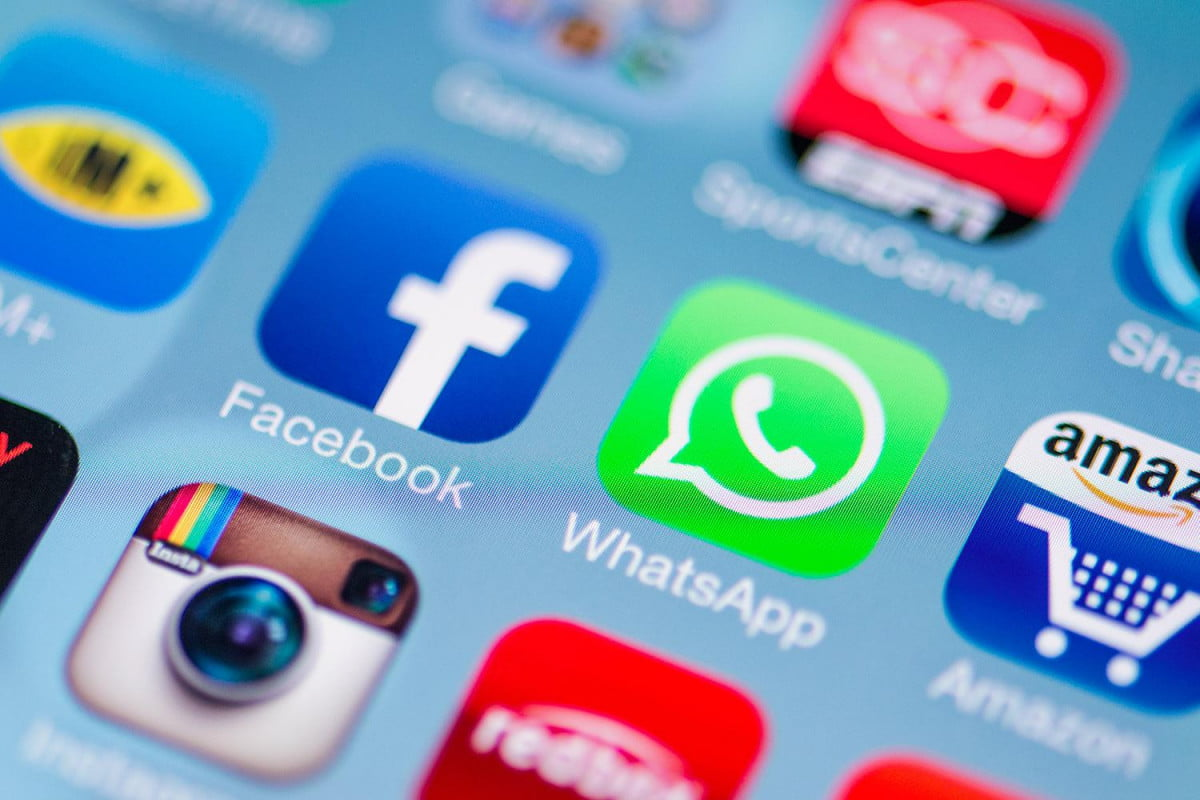 whatsapp suffers outage days after facebook buyout buys feature