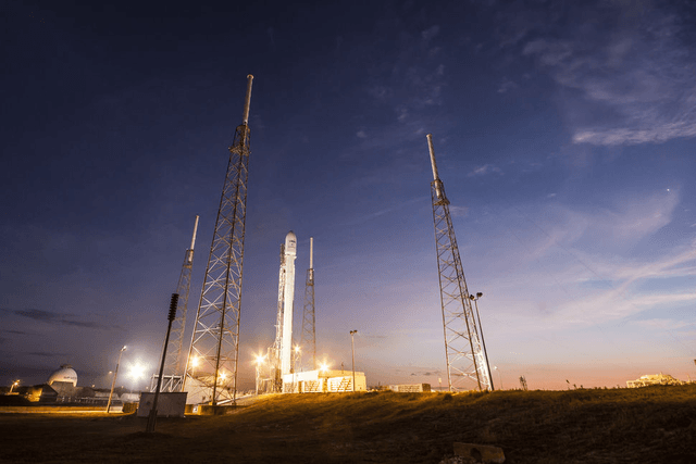 spacex eyes relaunch of falcon  rocket in december launch
