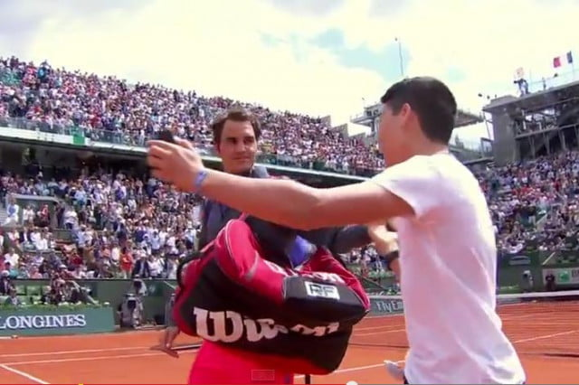 on court selfie seeker alarms roger federer at french open