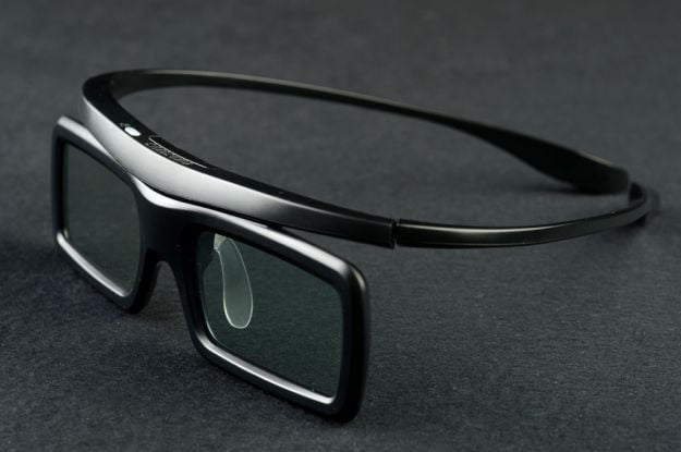 Samsung UN46ES6500 review 3d glasses front 3d tv