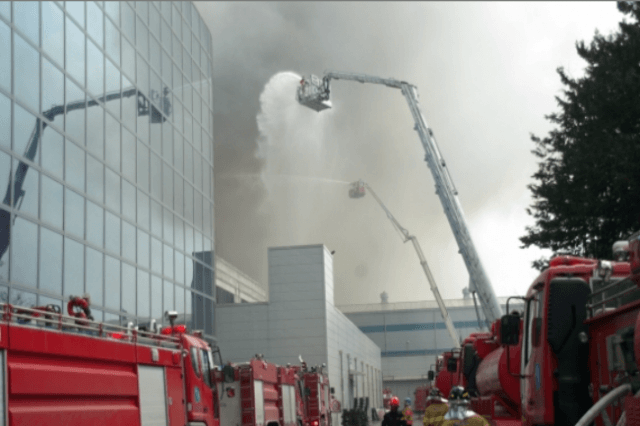 samsungs partner factory catches fire affect galaxy s  production pcb