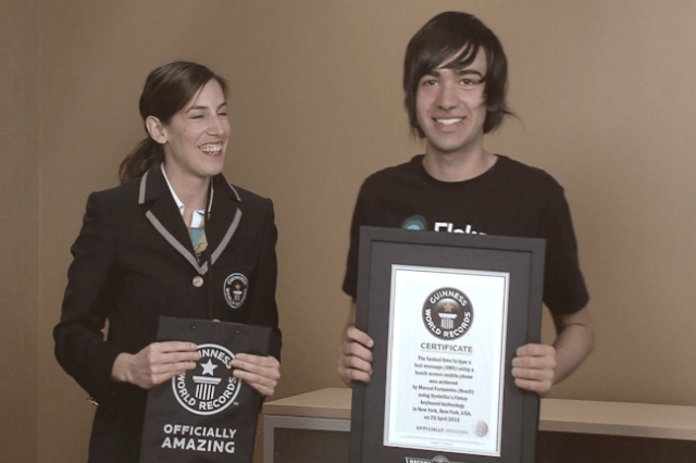 teenager types lightning speed smashes guinness world record fastest texter fleksy fleksyrecord