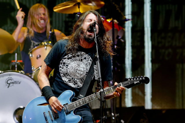 foo fighters cancel shows after dave grohl broke leg audiophile