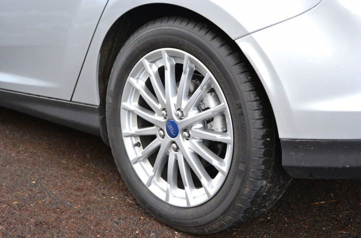 ford focus electric review wheel