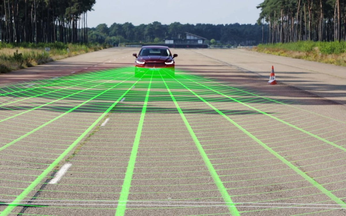 fords new safety system lets cars see pedestrians ford pre collision assist with pedestrian detection