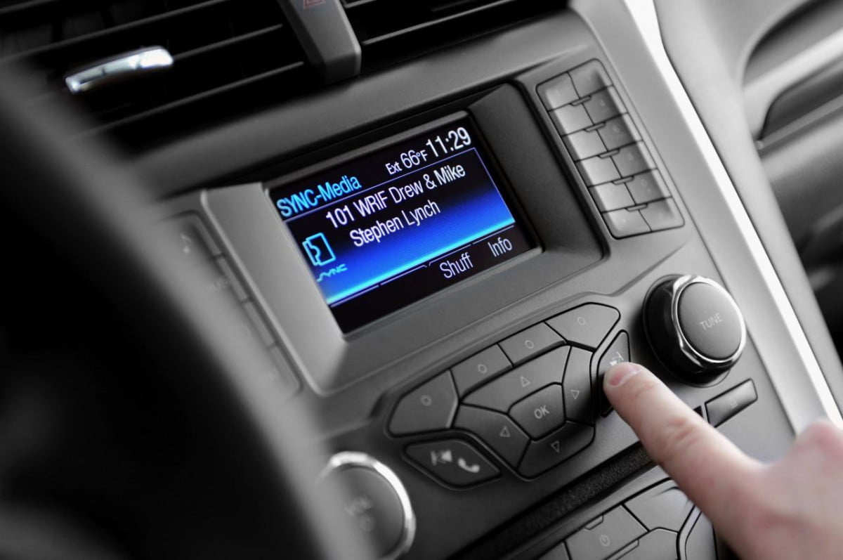 microsoft falling behind auto tech ford sync