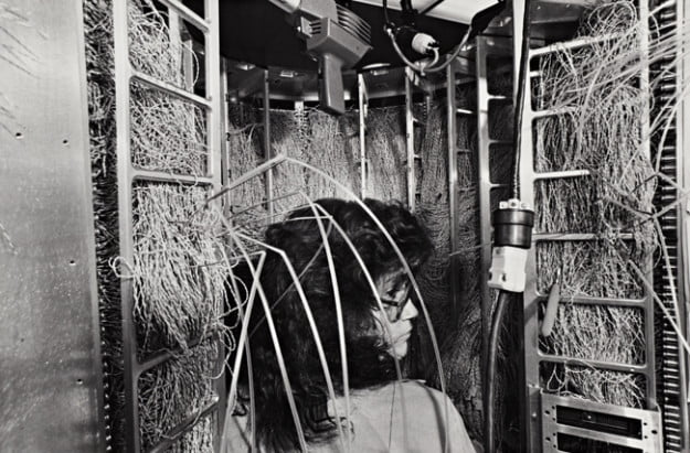 Friedlander_woman_wires