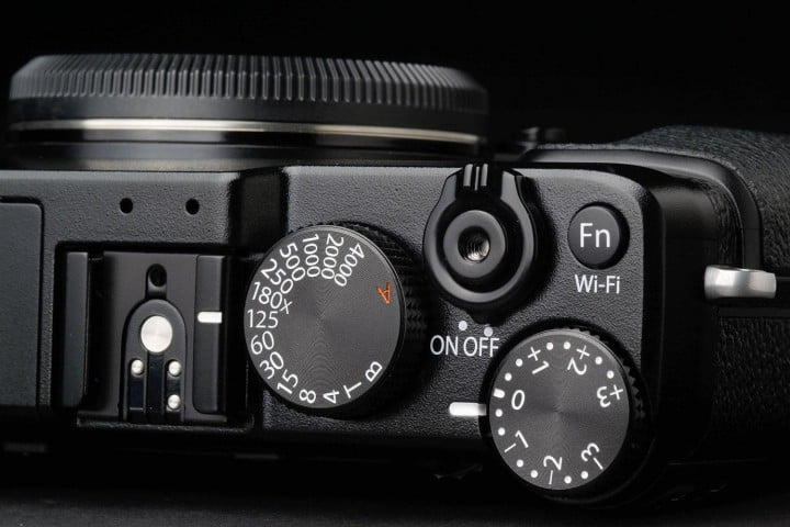 fujifilm x e  review top dials