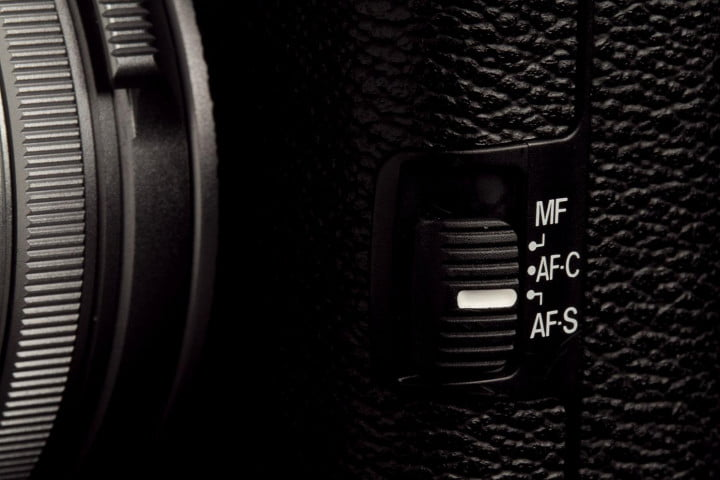 fujifilm x  s review camera focus switch