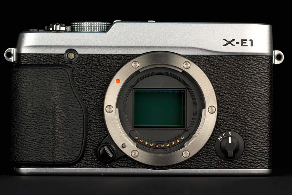 Fujifilm XE 1 review front no cap