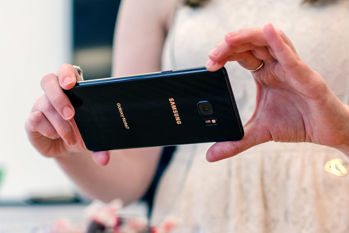 samsung halts galaxy note  shipments phones catching fire child burned v