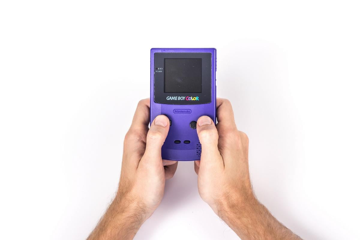 nintendo files patent bring classic game boy games smartphones pcs airline seats color