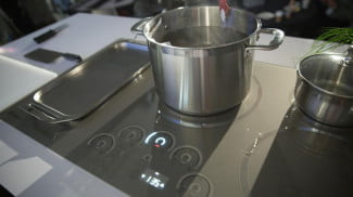 GE-induction-cooktops-3