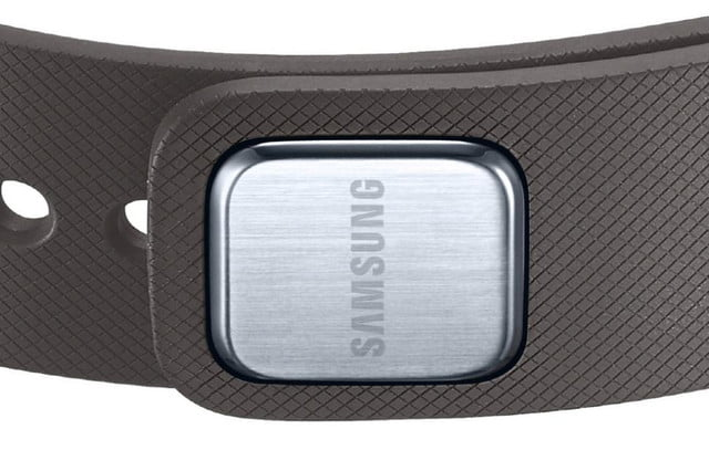 samsungs s band fitness tracker spotted in germany gear fit clasp close