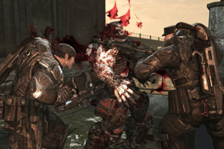 gears-of-war-2-double-chainsaw-kill