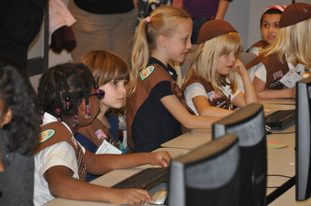 Girl_Scouts_Learn_About_Computers_and_the_Internet__Print
