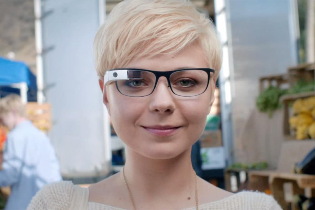 the next google glass will focus on enterprise woman