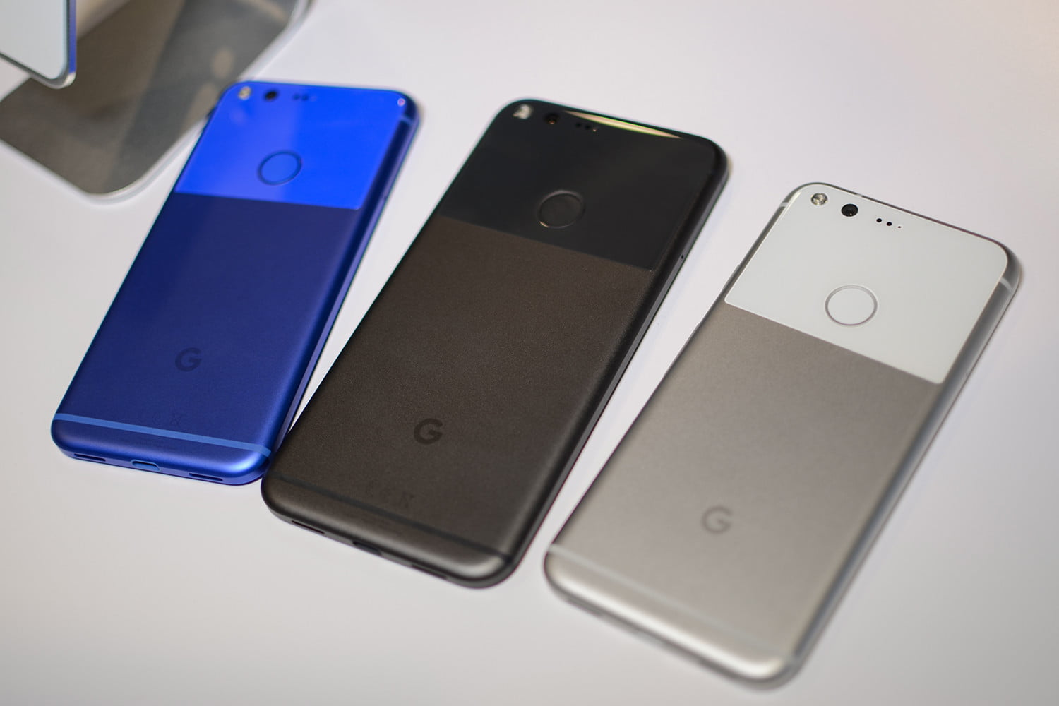 HANDS ON WITH GOOGLES NEW PHONES THE PIXEL AND PIXEL XL - The Oracle