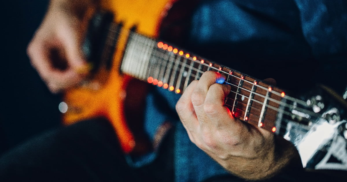 Fret Zeppelin Teaches Guitar by Guiding your Fingers with LEDs
