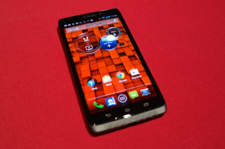 Hands On Motorola Droid Maxx front