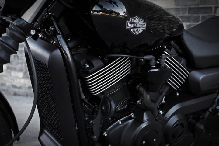 harley davidson goes high tech street line lures new riders  photo