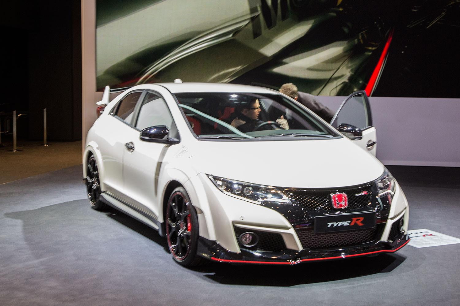 video 2015 civic type r destroys nurburgring lap record. Black Bedroom Furniture Sets. Home Design Ideas