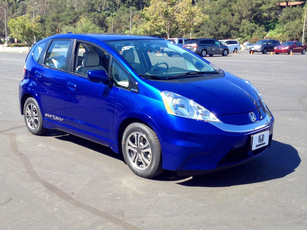 Honda delivers first fit ev to california couple digital for Honda fit electric