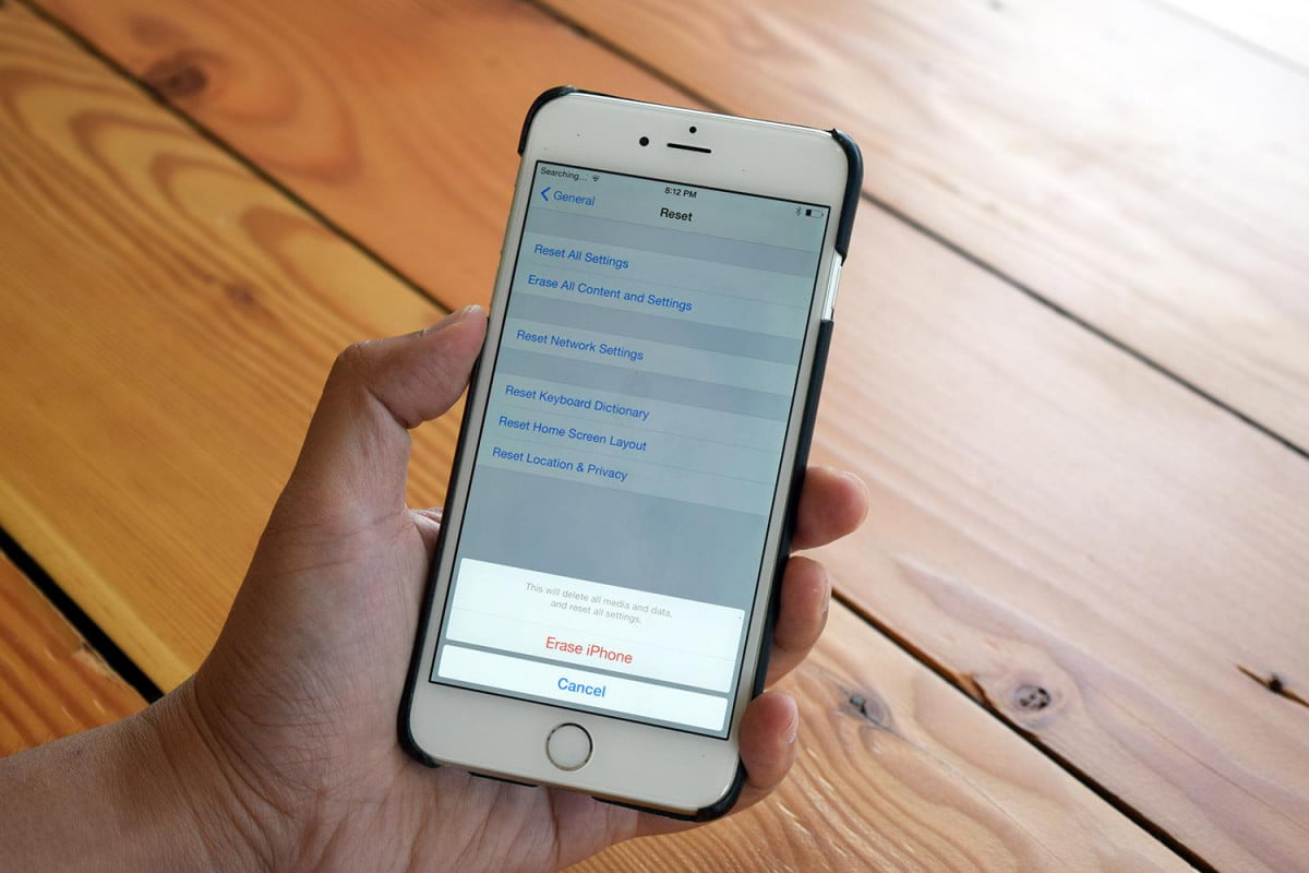 man sues apple iphone data reset news how to factory an
