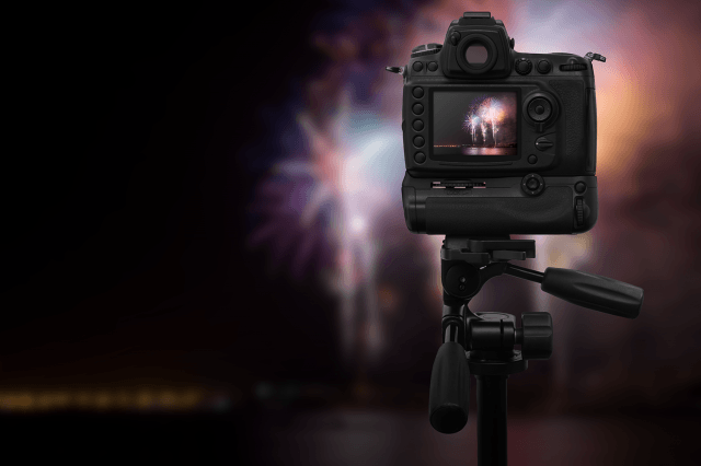 how-to-photograph-fireworks-tripod-1500x1000