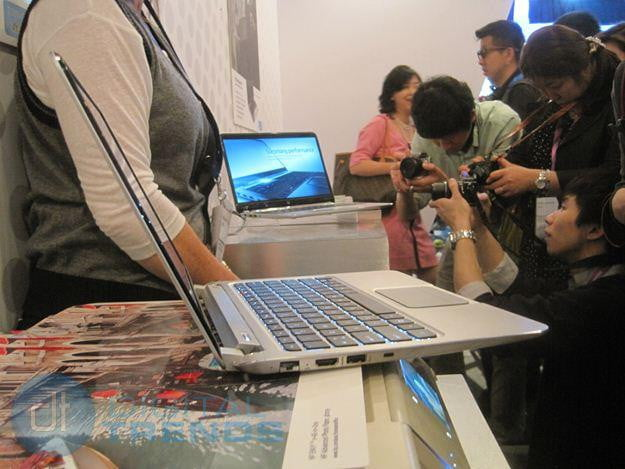 HP Envy Spectre XT viewed from the side