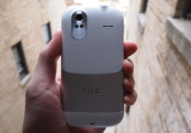 htc-amaze-4g-white-back-camera